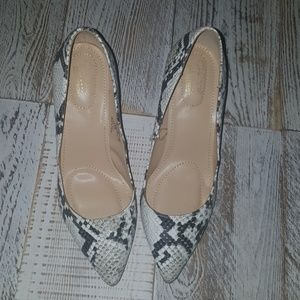 Jaclyn Smith Snakeskin Design Size 7 NWOT